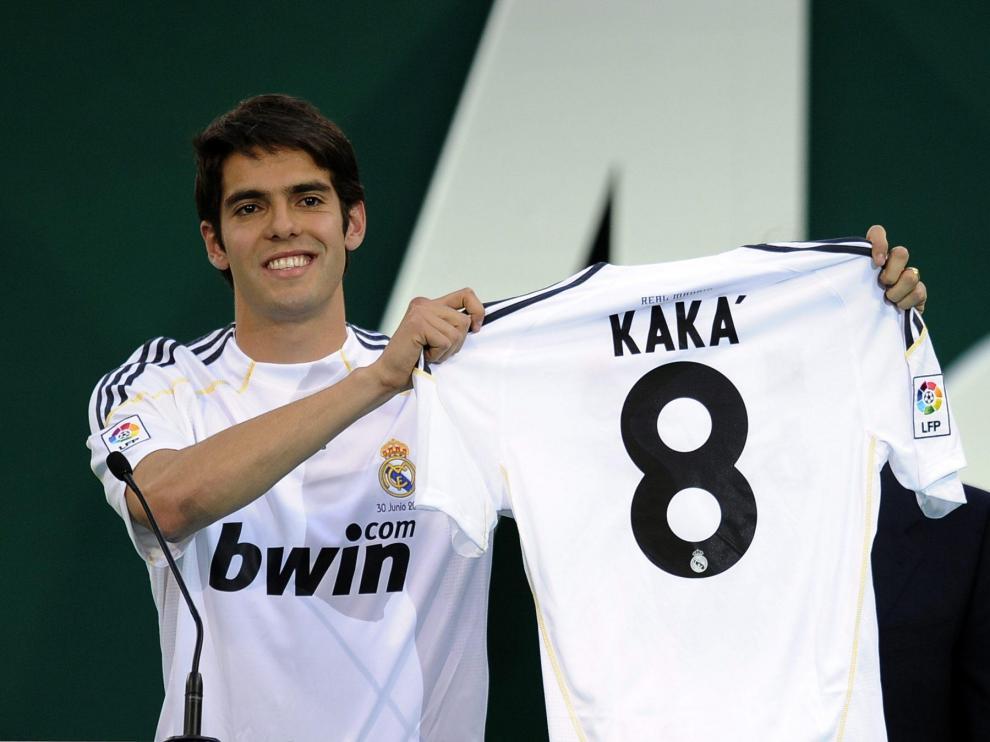 El Real Madrid presenta a Kaká en el Bernabéu con el dorsal número 8