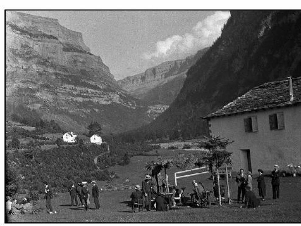 La entrada al valle de Ordesa, el día en que fue inaugurado el      parque