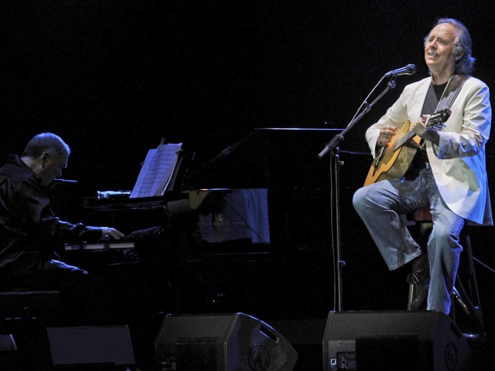 El cantante catalán durante un concierto en Girona