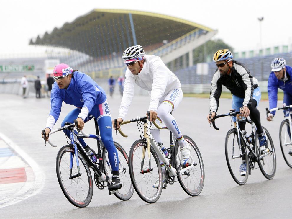 Los ciclistas se preparar entrenando para la Vuelta'09 que va a comenzar el 29 de agosto en la localidad holandesa de Assen y terminará en Madrid.