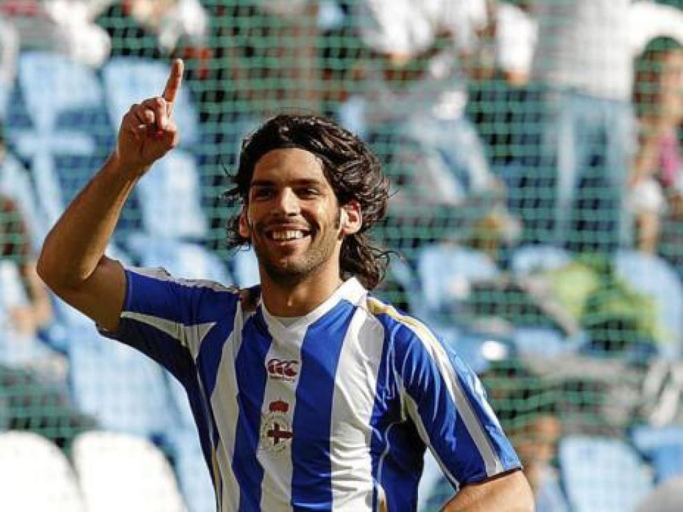 Ángel Lafita celebra un gol con la camiseta del Deportivo de la Coruña.