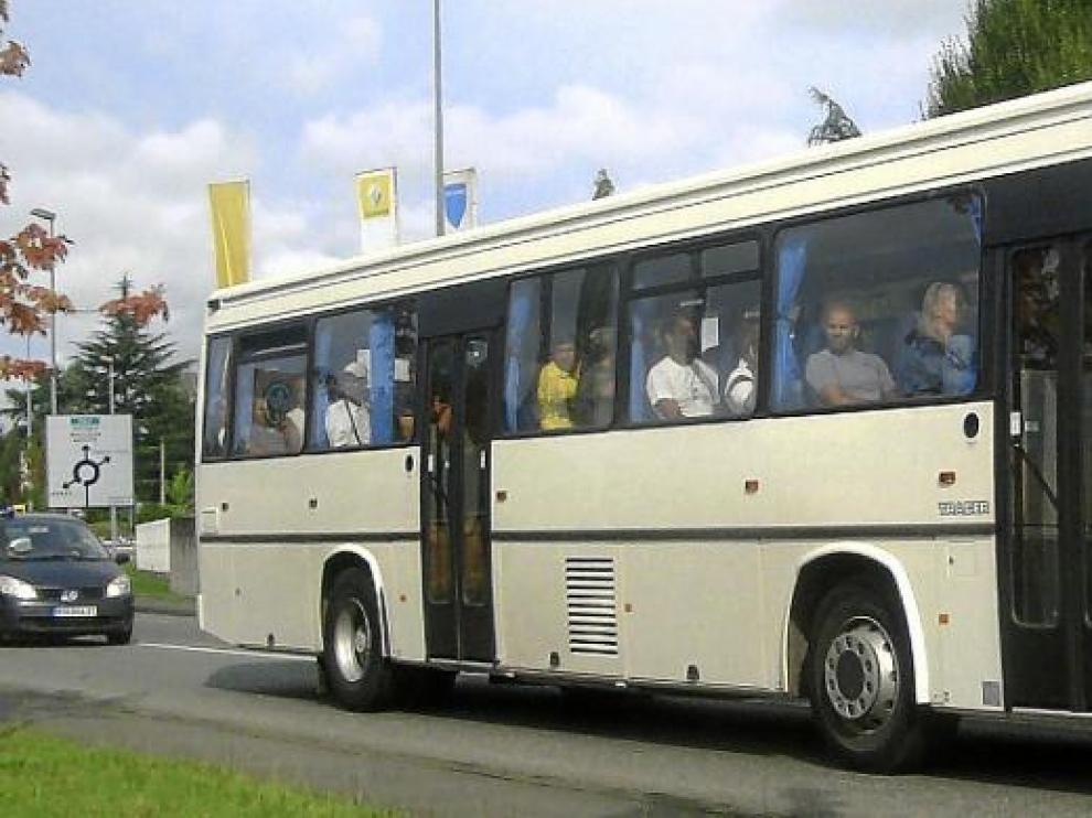 El autobús fue escoltado por dos vehículos de la Policía francesa hasta Canfranc.