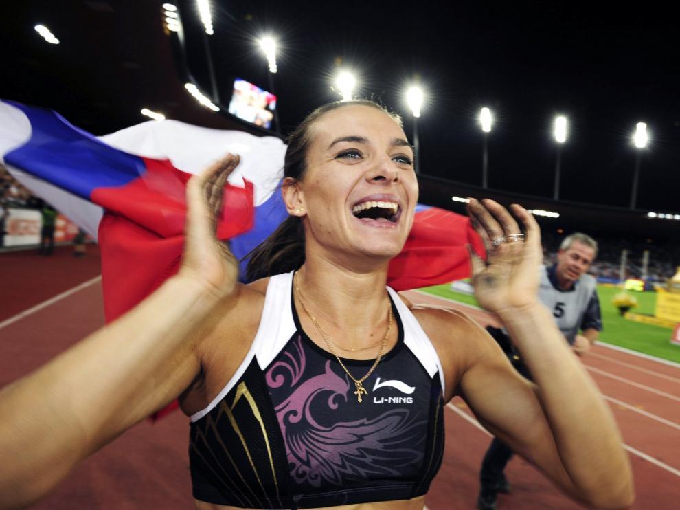 Isinbáyeva se casa con un atleta ruso seis meses después de dar a luz