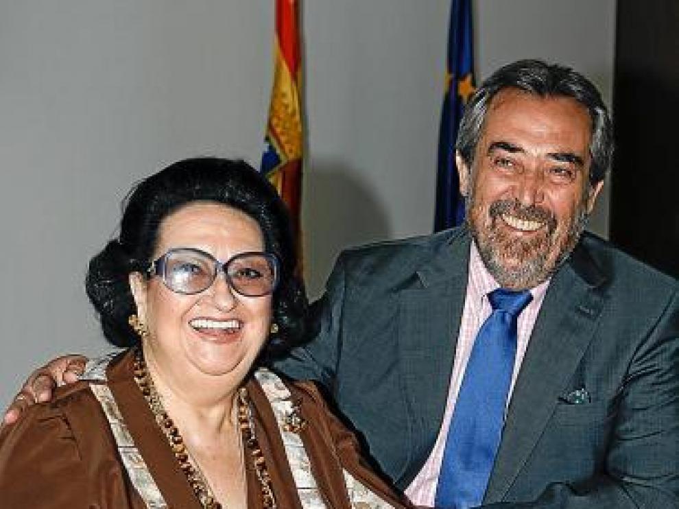 Montserrat Caballé, con el alcalde Belloch, ayer por la mañana.