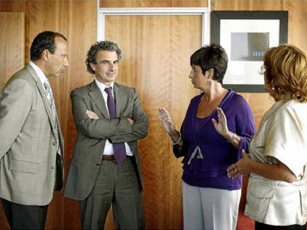 De izda. a dcha. Felipe Faci, Francisco Javier Falo, Luisa Noeno y Mª Victoria Broto, en la reunión de ayer.