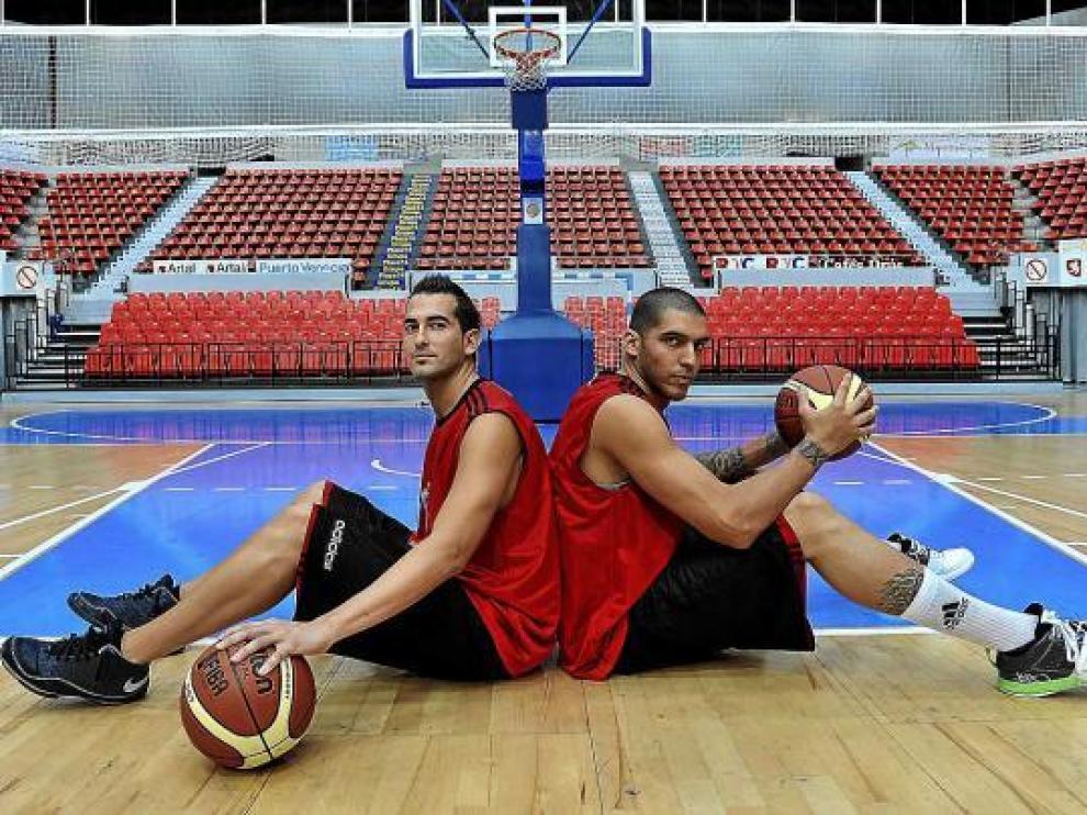 Fran Robles y Nacho Martín posan ya como jugadores del CAI Zaragoza.