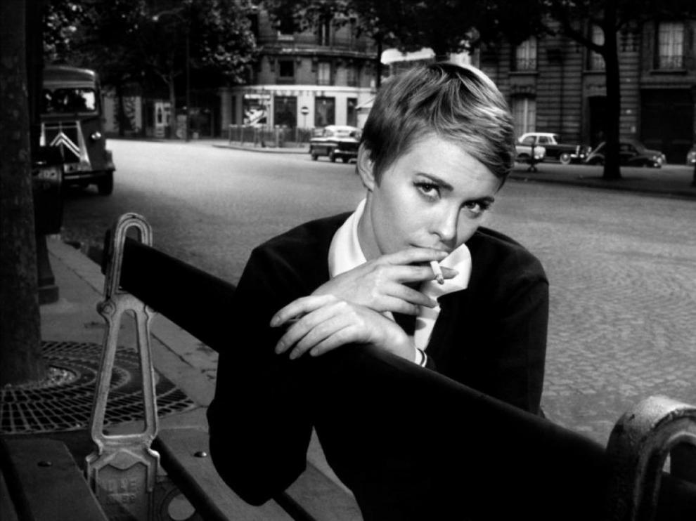 Esta es la Jean Seberg que combina la imagen de chica rebelde y desamparada.