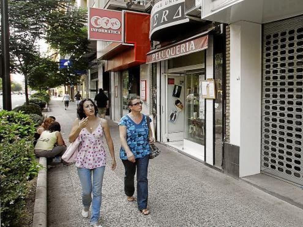 Cada vez es más frecuente ver locales vacíos, en alquiler o venta, en la capital aragonesa.