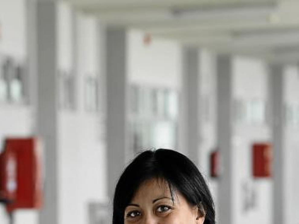Isabel Macías pasa hoy del blanco al rojo de la absoluta.