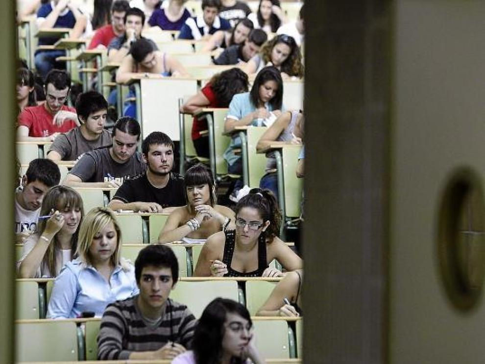 Siete de cada diez alumnos aragoneses terminan la ESO en el año que les corresponde