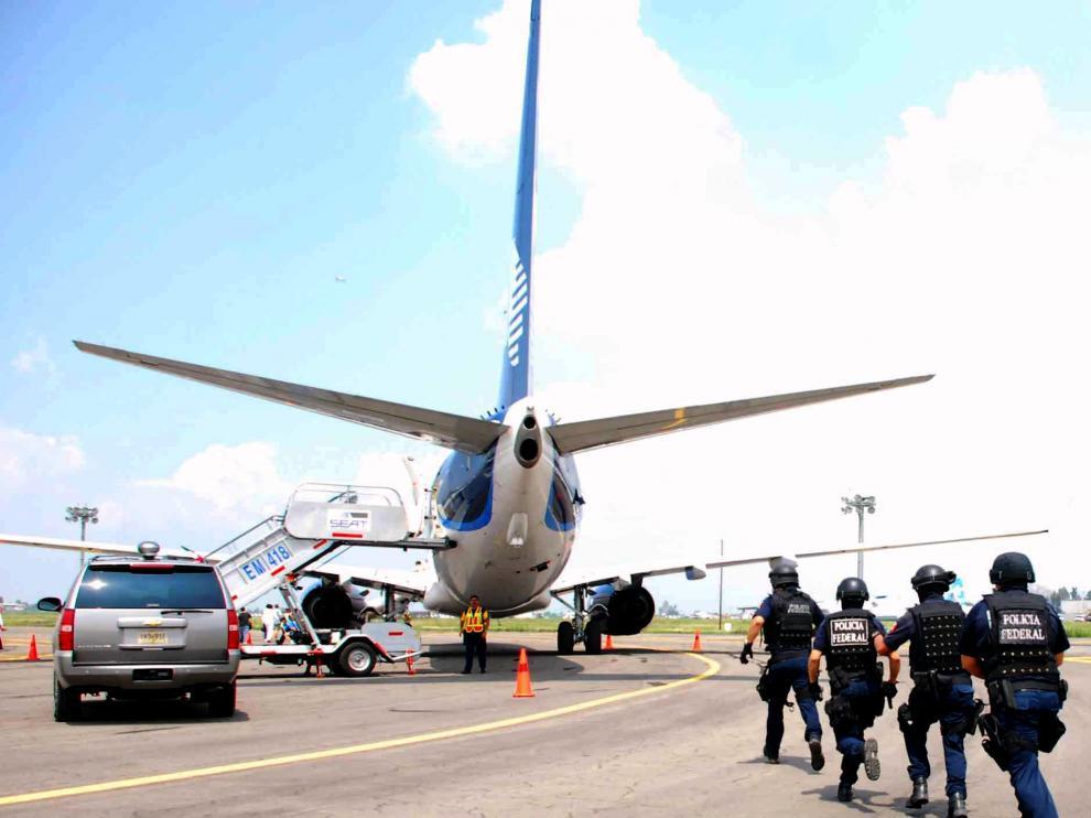 Fuerzas mexicanas rescatan el avión