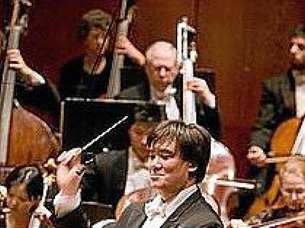 Arriba, el nuevo director de la Filarmónica de Nueva York, Alan Gilbert. Junto a estas líneas, el dúo de piano Moreno y Gistáin. Arriba, a la derecha, la soprano Didonato, y en el centro, Frans Brüggen.