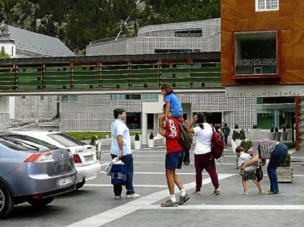 Muchos turistas no están dejando escapar la oportunidad de visitar el balneario antes de su cierre