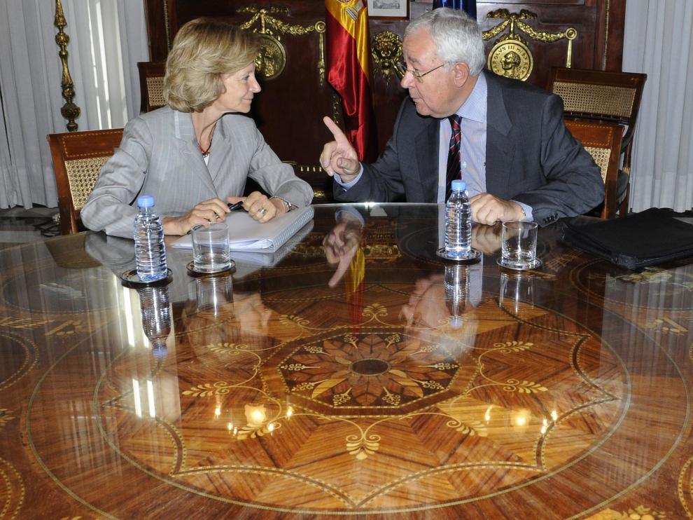 La ministra Elena Salgado, junto al vicepresidente aragonés