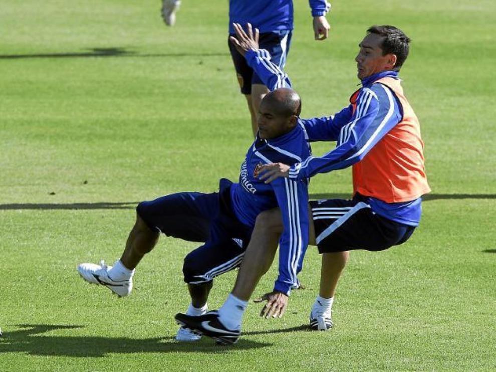 Pablo Amo entra sobre Ewerthon en los instantes previos a su lesión.