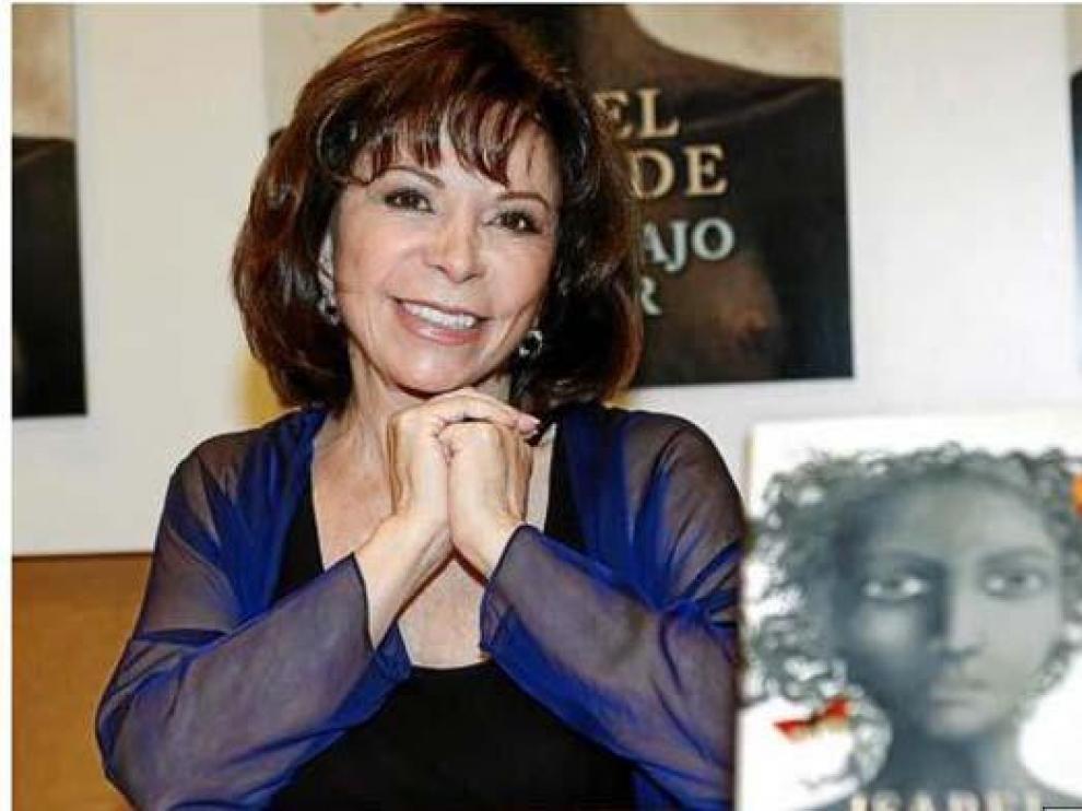 Isabel Allende, durante la presentación, ayer, de su novela 'La isla bajo el mar'