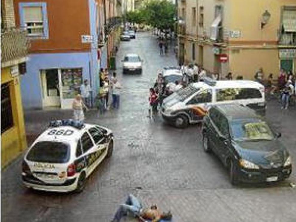 Broncas en plena calle. Denuncian que Agustina de Aragón es un punto habitual de peleas y venta de drogas.