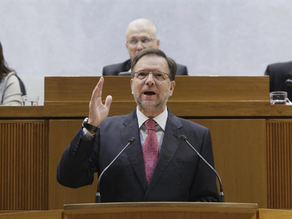 EL presidente aragones durante su discurso en las Cortes