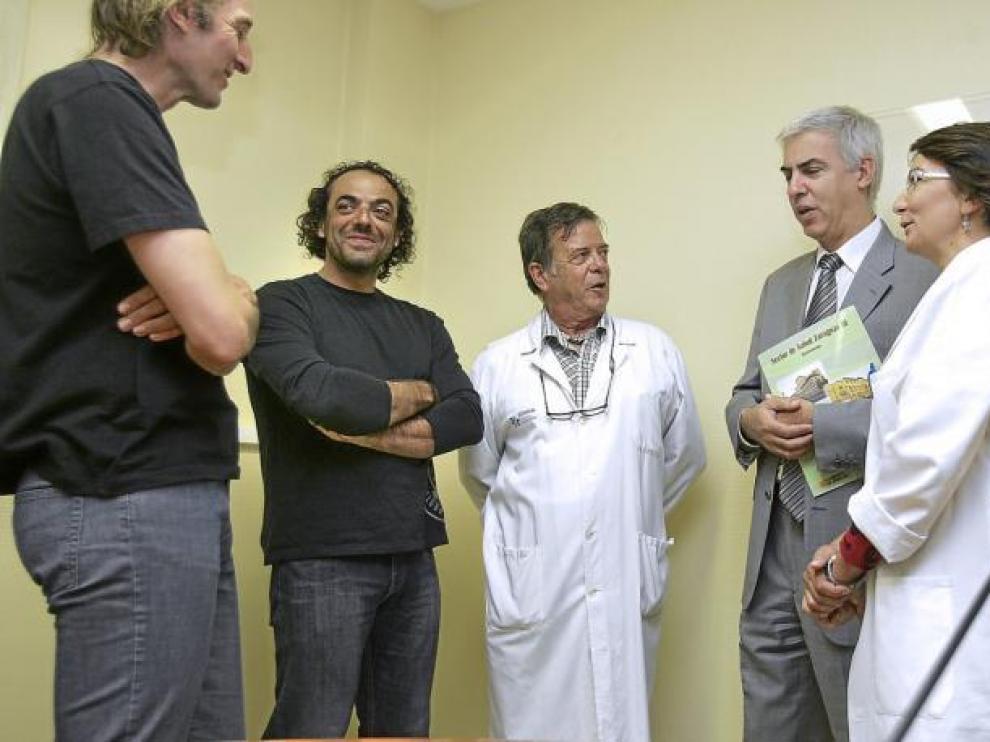 Pérez, Pauner, el doctor Morandeira, el gerente del Sector Salud, Víctor M. Calleja, y la doctora Nerín ayer en el Clínico.