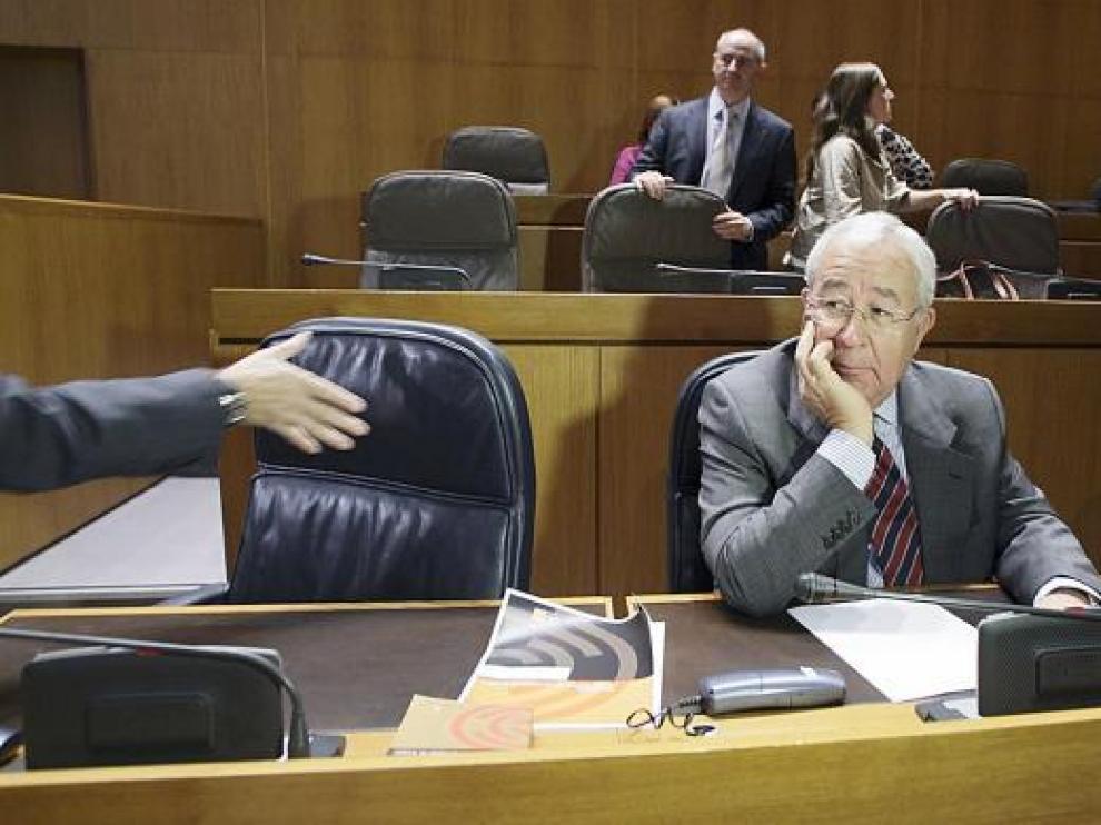 El vicepresidente Biel, momentos antes de saludar al presidente Iglesias en las Cortes.