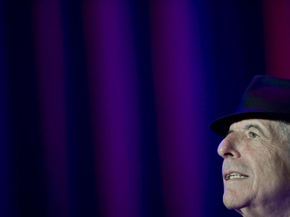 Leonard Cohen, poco antes de sufrir el desvanecimiento