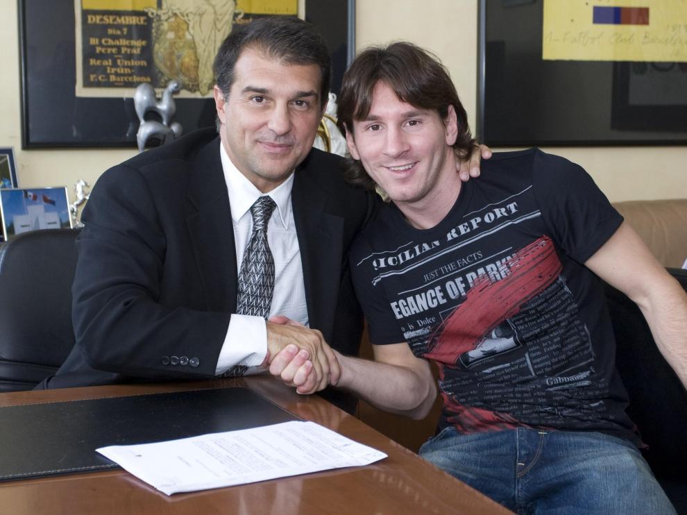 Messi (d), encantado por su contrato