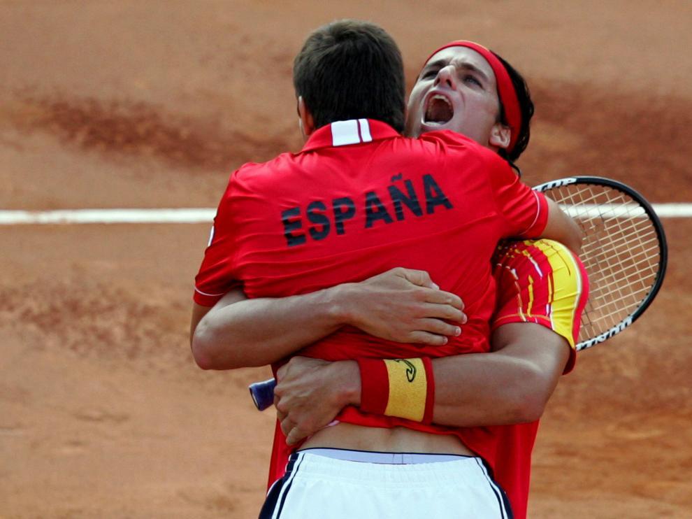 Feliciano y Robredo celebran la victoria y el pase a la final