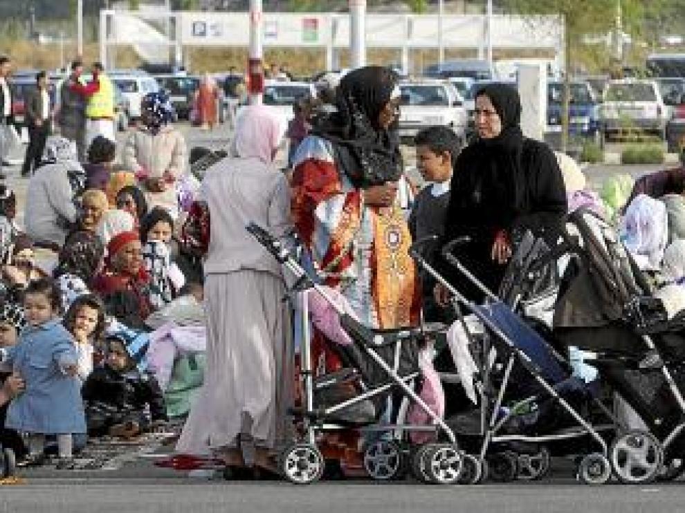 Las mujeres y los niños ocuparon desde primera hora el fondo del aparcamiento.