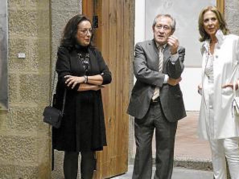 Las hermanas Cañada, junto al alcalde de Albalate, Antonio del Río.