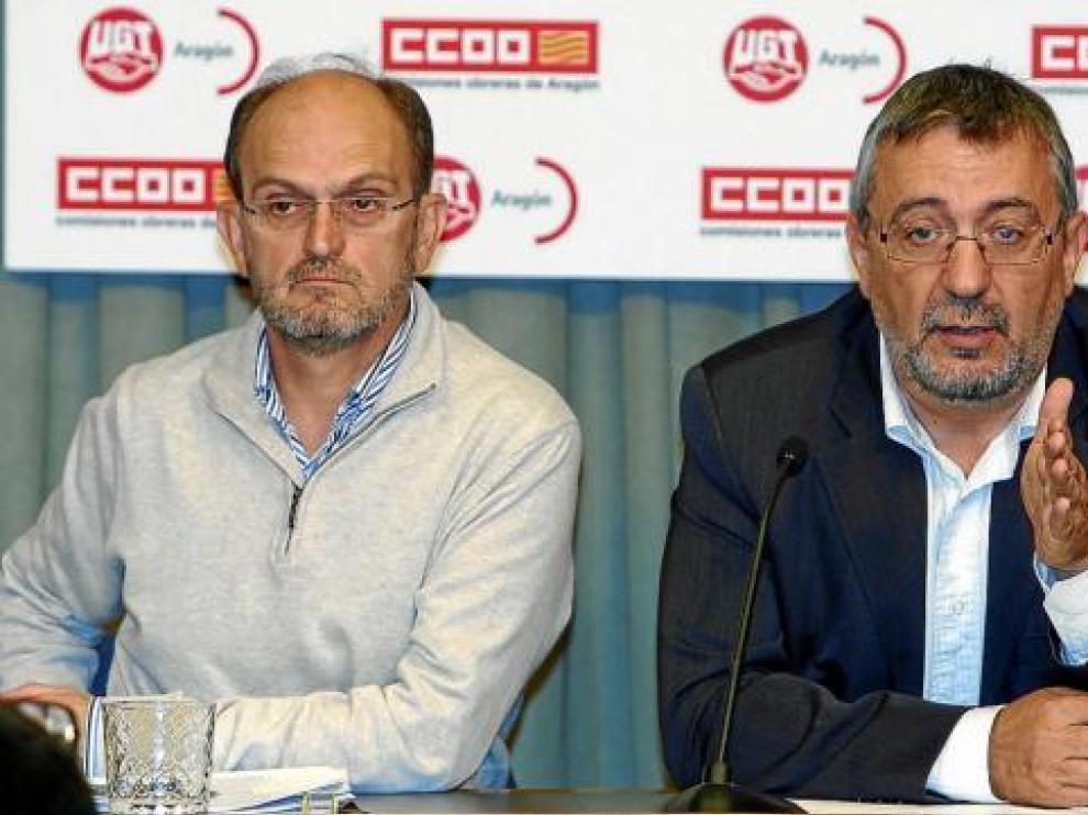 El secretario general de UGT Aragón, Julián Lóriz, y el de CC. OO. Aragón, Julián Buey, ayer.