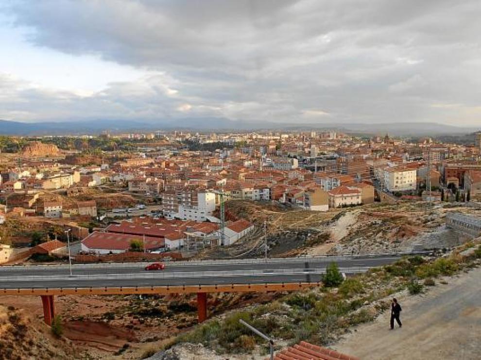 El PGOU prevé colmatar la zona comprendida entre la Perimetral -en primer término- y el casco urbano.