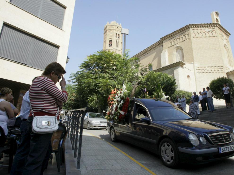 Un coche fúnebre trasladó los restos de Benjamín