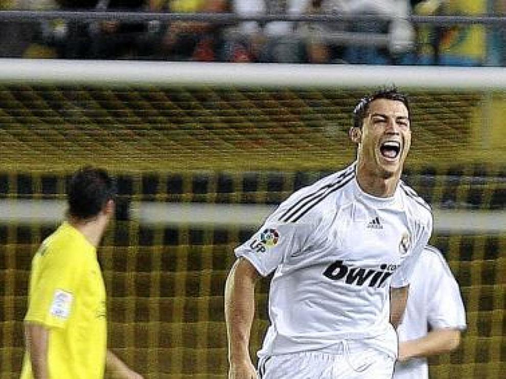 Cristiano Ronaldo celebra su gol, el primero del partido.