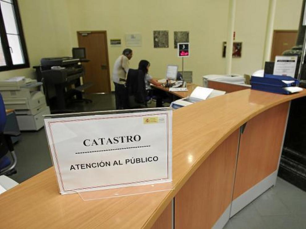 El Ayuntamiento comunica a la oficina del Catastro -en la foto- los edificios que no pagan IBI.