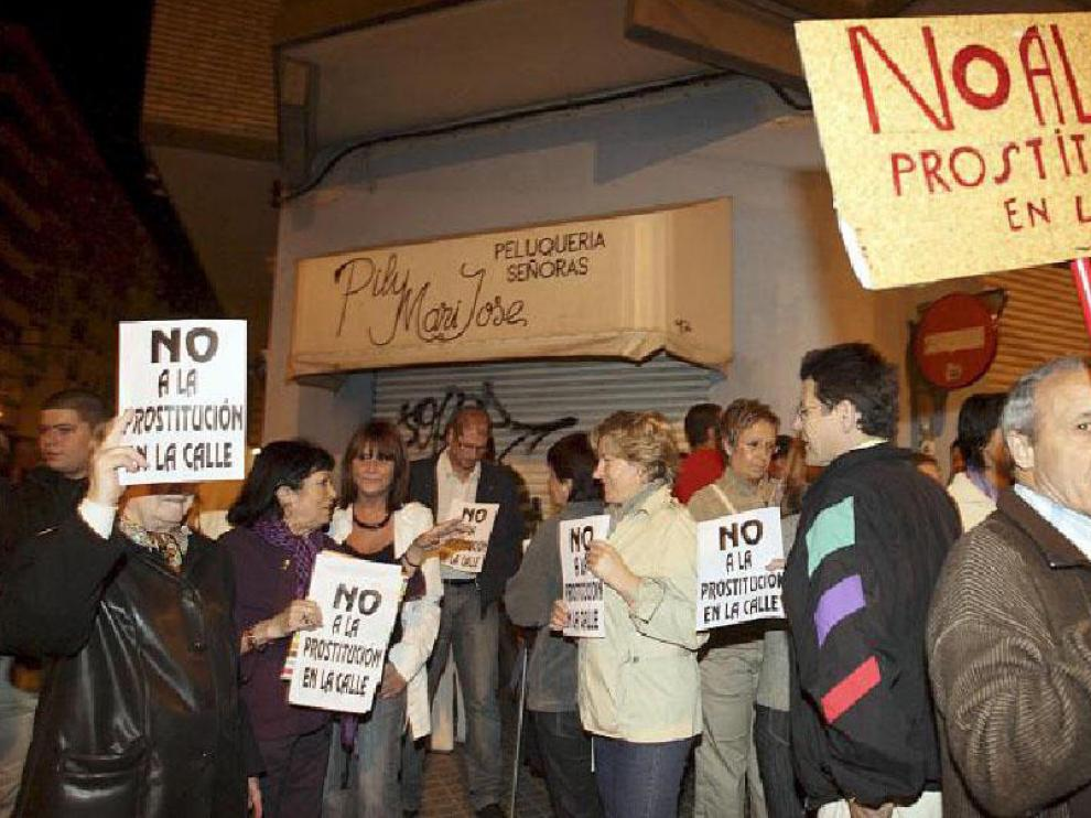 Grupos de vecinos ocuparon las esquinas para protestar contra la prostitución callejera