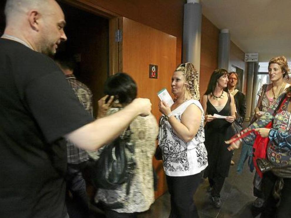 Público y programadores accedían ayer a una de las funciones de la Feria de Teatro y Danza.