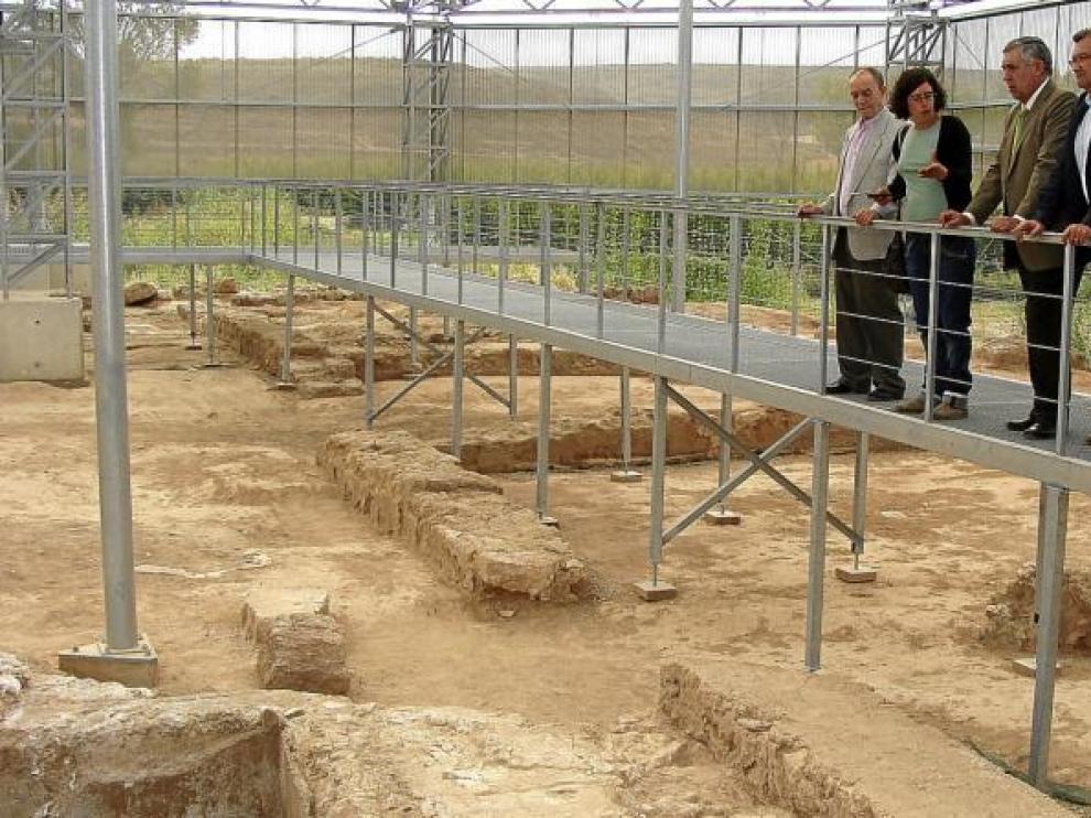 Una pasarela recorre la parte más importante del yacimiento romano de Urrea de Gaén y permite su visita.