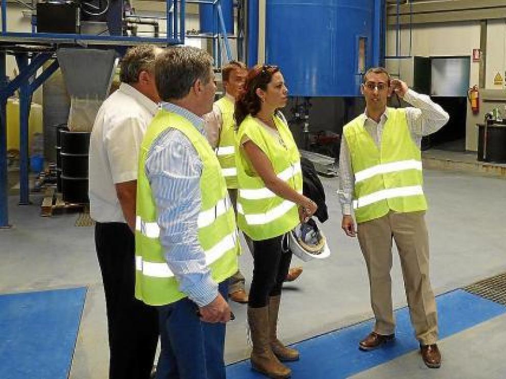 Autoridades y técnicos, en la visita ayer a la planta depuradora del actual vertedero de Bailín.