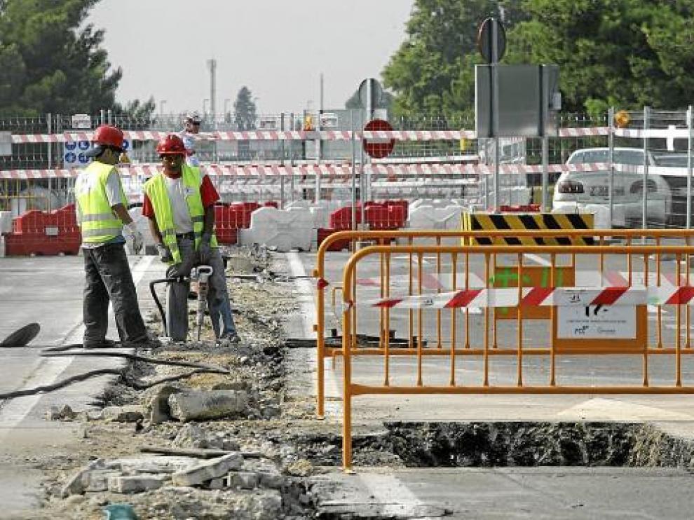 Los trabajos en la mediana de Vía Ibérica avanzaban ayer a buen ritmo.