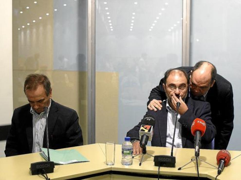 Lambán cuestiona los dobles sueldos de los políticos, pero los tolera en su partido