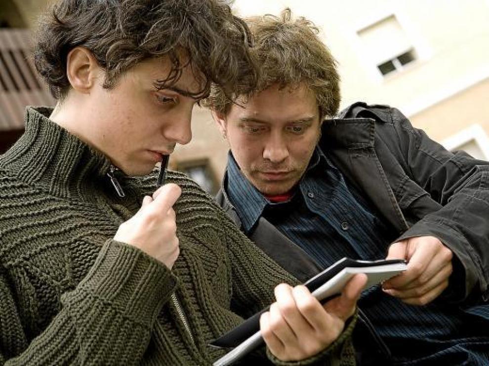 Jonás Trueba (izquierda) y Daniel Gascón, durante el rodaje de su filme en Madrid.