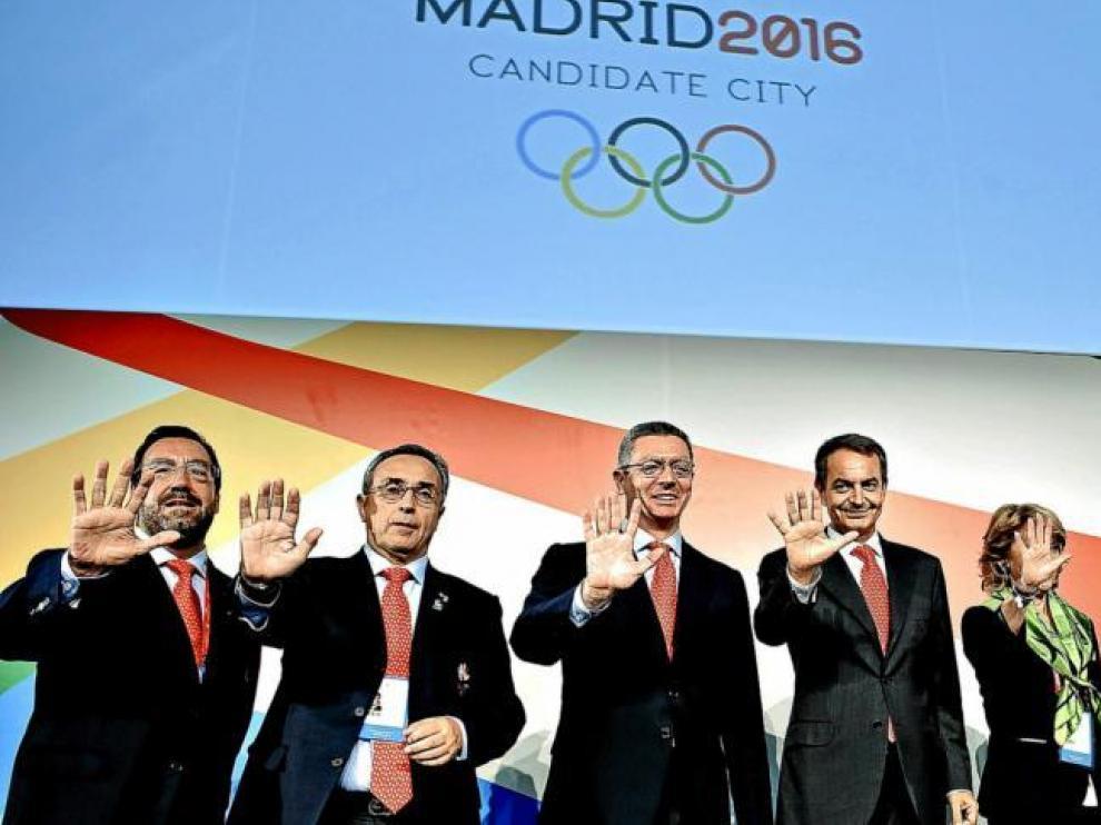 Rodríguez Zapatero, con Esperanza Aguirre y Gallardón. Con ellos, Carballeda, de la ONCE, Blanco, presidente del COE, y Lissavetzky.