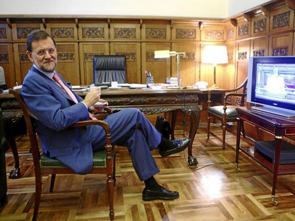 En la imagen, el presidente del PP, Mariano Rajoy, en su despacho del Congreso de los Diputados, en un momento de la entrevista realizada el pasado miércoles.