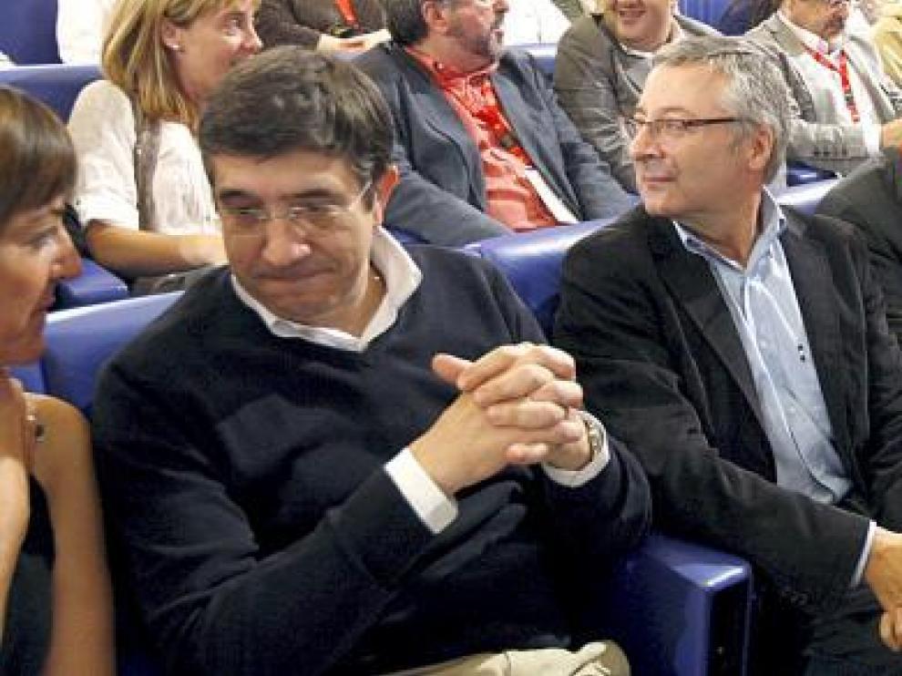 Patxi López (izquierda), junto a José Blanco y Marcelino Iglesias, ayer en Bilbao.