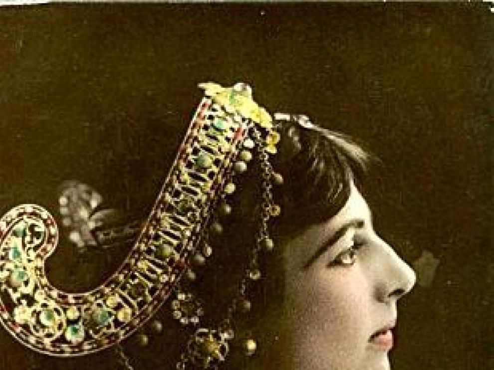Mata Hari y La Malinche con Moctezuma. Ian Fleming, Richard F. Burton y Graham Greene.