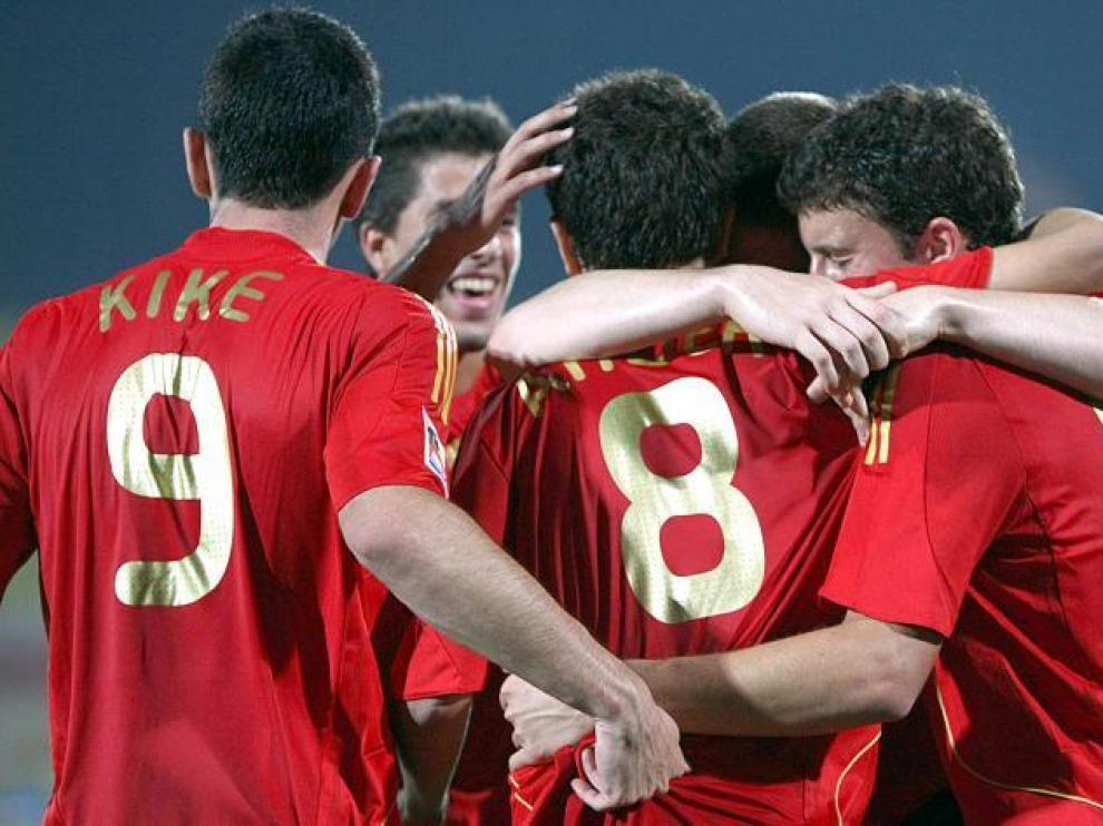Los jugadores españoles celebran un gol marcado por Ander Herrera.