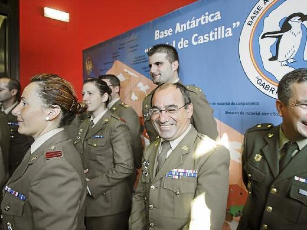 El aragonés José Ignacio Calero -en el centro-, junto a otros miembros de la campaña de este año.