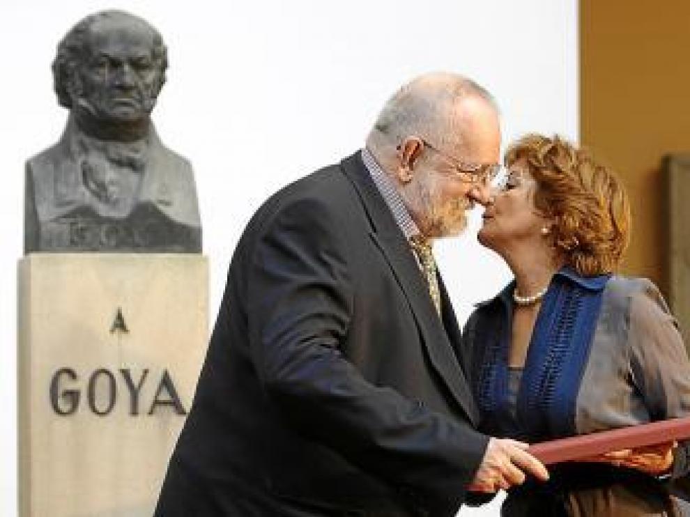 Darío Villalba, ayer, cuando recibía el Premio Aragón Goya.