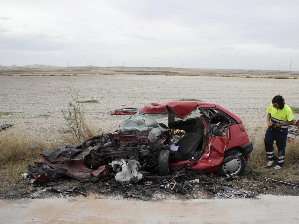 El vehículo quedó destrozado tras el choque