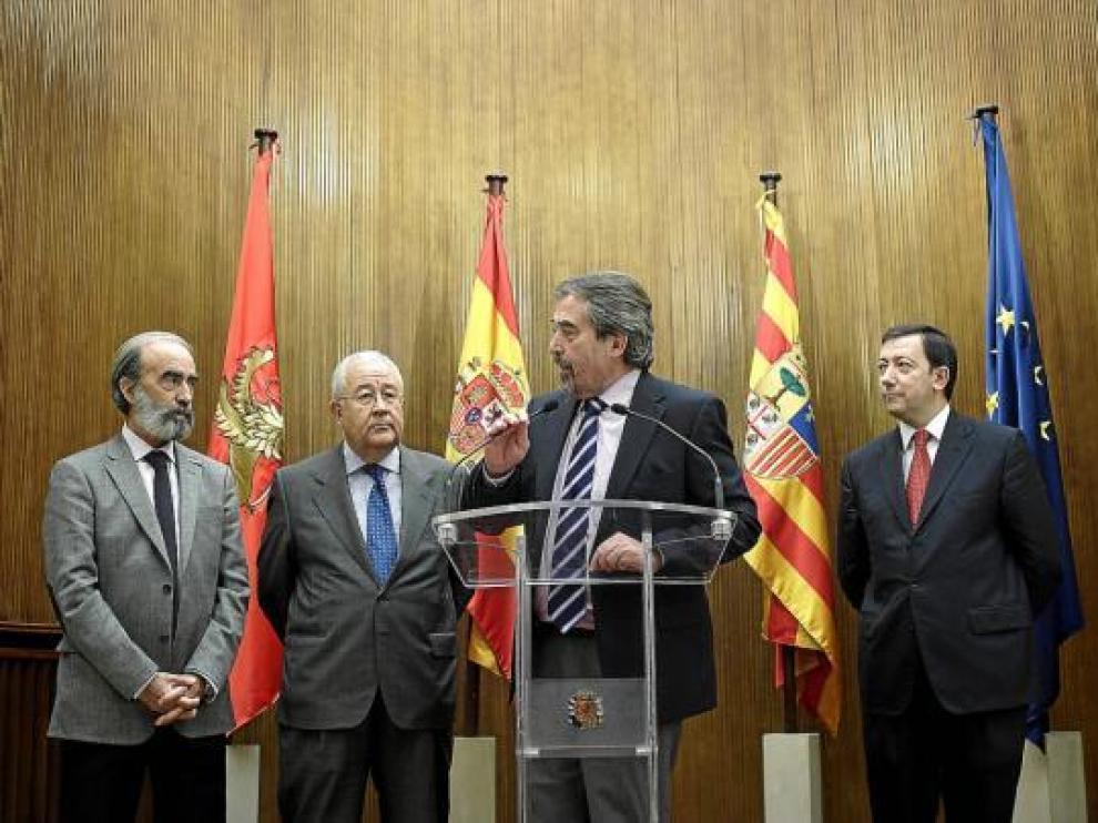 Fernando Elboj, José Ángel Biel, Juan Alberto Belloch y Enrique Vilarroya, en la rueda de prensa.